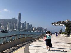 今回は行けなかった香港島を九龍から見る。 この時、理工大が激しくなっていてセントラルの方は行けそうだったけど、我慢。