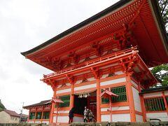 鮮やかな日御碕神社の楼門。