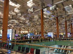 3日目は6時20分頃ホテルを出発し、7時前に空港の第2ターミナルに着きました。