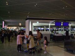 久々の第1ターミナル(多分8年ぶり位)は勝手が分からずウロウロしっぱなし。 チェックイン、Wifiルータをゲットしてなんとか出国。