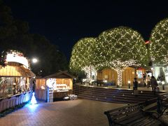 ガーデンプレイスに到着。今年も「バカラ エターナル ライツ -歓びのかたち-」絶賛点灯中!  こちらのクリスマス・マルシェでは、ウェスティンホテル東京プロデュースのフードトラックが初出店。