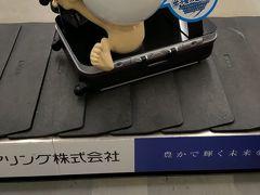 米子鬼太郎空港というだけあって預け手荷物のコンベアにも目玉おやじが。