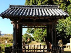 ガイドブックにはあまり載っていませんがブログで見た雲樹寺に来ました。 参道が長く造られ、楼門も歴史ある佇まいです。