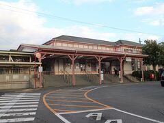 JR九州大村線の大村駅。木造の駅舎が残る駅でこの地域の中心駅。 2面2線のホームがあり、普通列車、快速列車が停車する。みどりの窓口設置駅。 現在建設中の新幹線の駅舎は別の場所に建設されている。