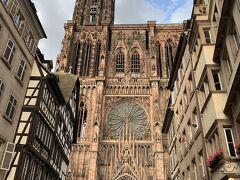 大聖堂の建物が大きすぎて写真に収まりきらない