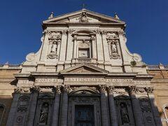 サンタ スザンナ教会は、 サンタ マリア デッラ ヴィットリア教会と道を挟んで隣接、 サン・ベルナルド広場の北にある教会です。 開場していませんでした。 また、開場時間案内なども見つけることが出来ませんでした。