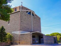 広大なローマ水道橋公園の入口付近にある教会 San Policarpo all'Acquedotto Claudio Parrocchia San Policarpo ※フォートラベルでは「アックエドッティ公園」しか名所登録されていません
