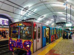 バルベリーニ広場から地下鉄に30分ほど乗車しローマ水道橋公園を目指します。