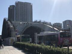 直進し、勝鬨橋(勝どき橋)へ 日本に残る数少ない跳開橋(可動橋)だが、可動部がロックされており、跳開することは無い ちなみに、オリパラに向けお化粧直し中。