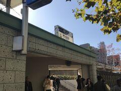 日比谷線築地駅に到着 本願寺側の出口。待ち合わせスポットになっているよう
