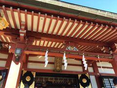 阿夫利神社に到着。赤い社殿が鮮やかです。