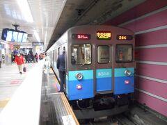 中央林間駅到着。 田園都市線の電車は一番古い8500系だった。