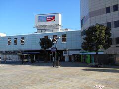 大和駅到着。 小田急江ノ島線が高架、相鉄線が地下で、十字型にクロスしており、中央林間駅と違って乗り換えがしやすい。 相鉄線の線路跡は駅前広場と遊歩道になっている。新宿行快速急行停車駅。