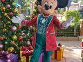 そして、今年のクリスマス衣装のミッキーは…  ファンタジーのフィルハーマジックの横の専用のグリスポットで会うことができます  この衣装でミニーとペアではグリできないのが残念です