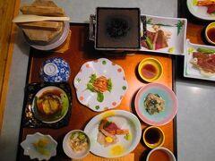 2日目の夕食は釜飯が出ました。レストラン「シーサイド」でいただきました。