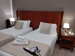 ホテルは駅から徒歩5分ほどのカヴール通り沿いにある「ホテル・ジェノバ」