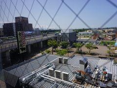 ●部屋から@APAホテル燕三条駅前  部屋からは、新幹線も見えますが、手前には北陸道が走っていました。