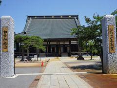 ●真宗大谷派 三条別院@JR北三条駅界隈  立派なお寺ですね。 浄土真宗 大谷派の寺院になります。 総本山は、東本願寺になります。