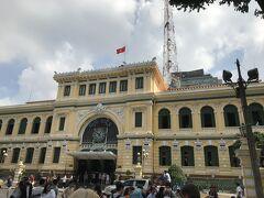 19世紀末にフランス統治時代に建てられた聖マリア教会のお隣には、大きな中央郵便局が有りました。