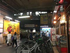 大混雑の東花園駅から近鉄で鶴橋駅直行。 花園で食べそこなったので、夕食は焼き肉・韓国料理スポットの鶴橋駅前にて。  この駅の高架は数十年たっても昭和な香り。