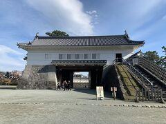 銅門(あかがねもん)。二の丸正面の門で、普段は入ることができない銅門がこの日は特別公開されていました。