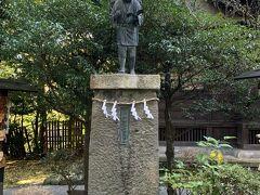 報徳二宮神社の二宮尊徳像。
