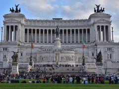 ヴェネツィア広場。こちらの建造物も大きい