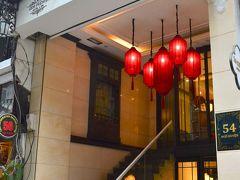 11月3日(Sun)  おはようございます。 昨日泊っているのはハノイの旧市街ど真ん中のホテルAu Co Art & Spa 。朝食はお隣の建物とのこと。姉妹ホテルなのね?こっちのがオシャレっぽかったかも?(;^ω^)