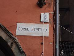 Borgo Stretto. 古い街並の通りです。
