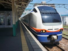 ●JR東三条駅  特急しらゆきがやって来ました。 東三条駅は停車駅です。 上越妙高駅行です。 北陸新幹線開業と共に新しく出来た特急です。