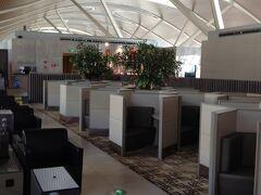 浦東空港ではONE WORLD メンバーの多くは、ターミナル1ですがFINAIRのターミナルはT2。ラウンジは2階のキャセイ航空ラウンジです。個人的には、このラウンジは開放感があって好きです。