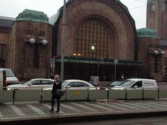 今日はトラムと地下鉄を使って観光と街歩きです。ヘルシンキで一番大きな駅。