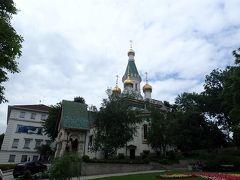 ロシア教会。荘厳な雰囲気です。緑と金色のとんがり屋根がまるでおとぎ話の中に出てくる建物のようで見入ってしまいました。
