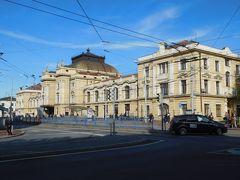 プラハから約2時間半、14時前にチェスケー・ブジェヨヴィツェに到着。写真はチェスケー・ブジェヨヴィツェ駅。ホテルの場所を確認。チェスキー・クルムロフから戻ってからだと、暗くなっていたので、確認しておいて良かった。明るいうちでも道に迷ってしまった。