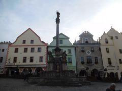 旧市街の中心にあるスヴォルノスチ広場。