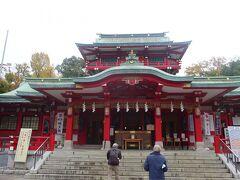 富岡八幡宮  江戸最大の八幡宮で、八月に行われる祭礼「深川八幡祭り」は江戸三大祭りの一つ。