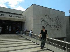 ダンスを見終えた後は「イスクラ歴史博物館」へ。  紀元前にも関わらず高い技術の文明を発展させたトラキア人。 今まで全く興味も知識もなかったけれど、この博物館でトラキア人やブルガリアの起源について学ぶことができ最初はそこまで乗り気ではなかったものの行っておいて良かったと思える博物館でした。  子連れではゆっくり見て回れない博物館巡りも大人旅ならではの醍醐味です。