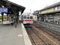 長野電鉄の長野線小布施駅に到着