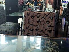 DCコミックススーパーヒーローカフェに入ります。