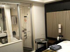 羽田に到着して01:20頃入国。 『ザロイヤルパークH東京羽田』に後泊します。 スタンダードで予約してあったけどプレミアムフロアにアップグレードしてくれました。