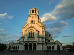 夕陽に照らされるアレクサンダル・ネフスキー寺院。