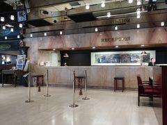 「ローズホテル横浜」に到着です。  「ホテルフロント」。