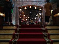 ハノイについてすぐに昼食。 ここに連れてこられました。 【Sen Tay Ho】バッフェ 中国語では「S E N 蓮花越式百匯自助餐」 建物がやたら豪華です