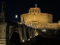 ライトアップ。帰国後に2回目となるローマの休日を見てこの場所も映画のロケ地だったと気づきました