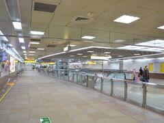 MRT三多商圏(Sanduo Shopping District)で下車。高雄でも台北のEasy Cardが使えます。