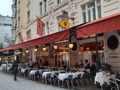 11時半。 目的地は『カナッペ』のお店『Zum Schwarzen Kameel』。着いたら一番にこれを食べようと決めていた。