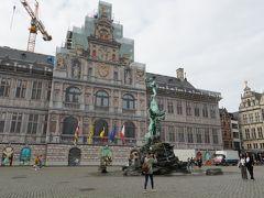 マルクト広場にある市庁舎は工事中でした。