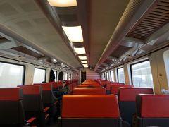 ブリュッセル空港からブリュッセルミディまでは、IC(快速列車)で移動。 バゲージクレームで、SNCB(ベルギー国鉄)のスマホアプリから取ろうとするも、途中でバッグが出てきてしまったので、駅の券売機で購入しました。  アプリは2人分で20ユーロ、券売機は28ユーロ。 次回からはスマホで取ろう。  1等車はご覧の通りガラガラ、でもね・・・