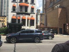 シカゴチョップハウス。前回はここでステーキとプライムリブをいただきました。今回は予算の都合でパス。