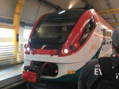 直通列車レオナルド・エクスプレス!イタリアの駅には改札がないので、打刻を忘れると高額な罰金が発生すると事前に調べていたので、駅員さんに聞きましたが、こちらは打刻しないでも大丈夫との事でした。